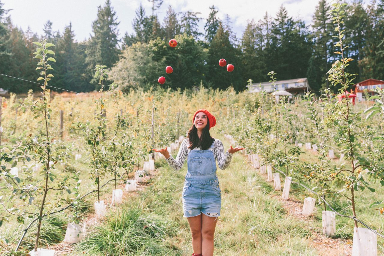 https://agritourismreview.com/wp-content/uploads/2018/02/young-woman-in-the-apple-orchard-PGZS2FC-1280x853.jpg