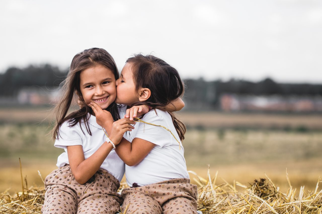 https://agritourismreview.com/wp-content/uploads/2020/09/two-girls-sitting-on-a-bale-of-hay-Z3YVKR4-1280x853.jpg